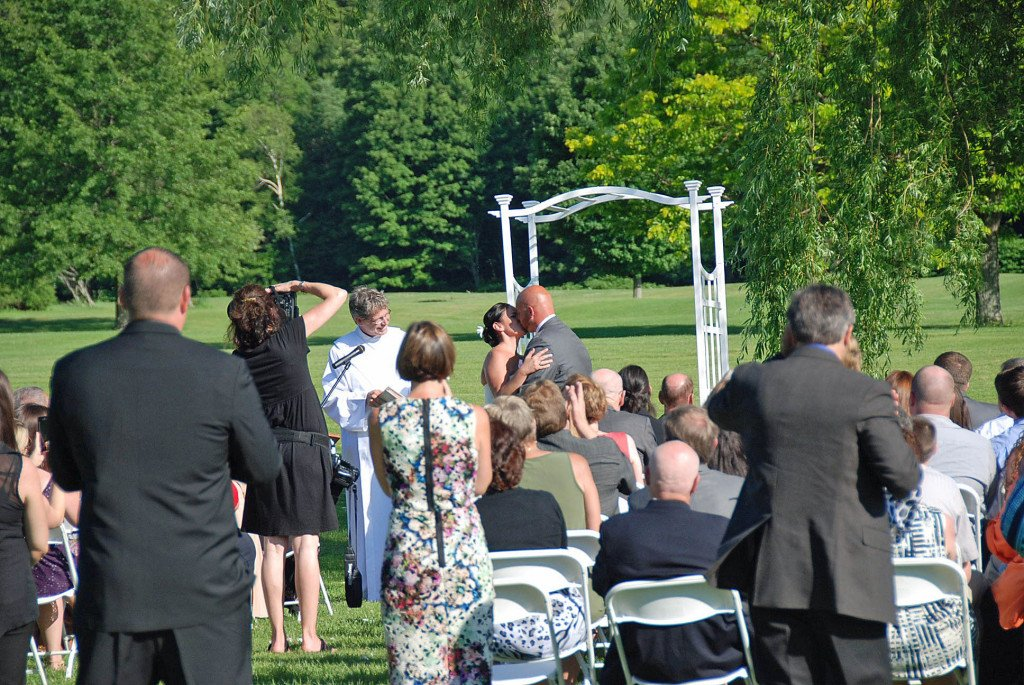 Mallen-Wedding-the-Kiss